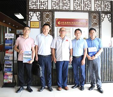 重庆市西彭工业园区管委会各位领导莅临汇兴智造交流指导
